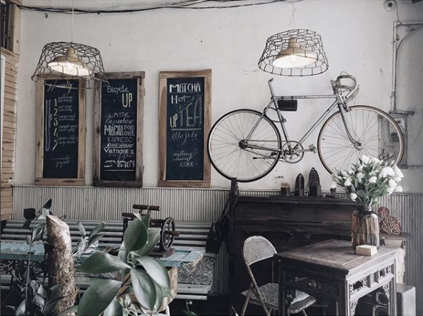 Không gian vintage của Bicycle Up Cafe